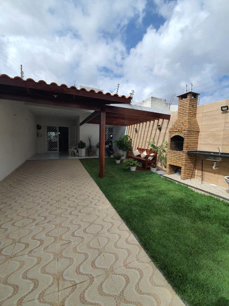 Casa á venda com 03 quartos em Pedras-Fortaleza