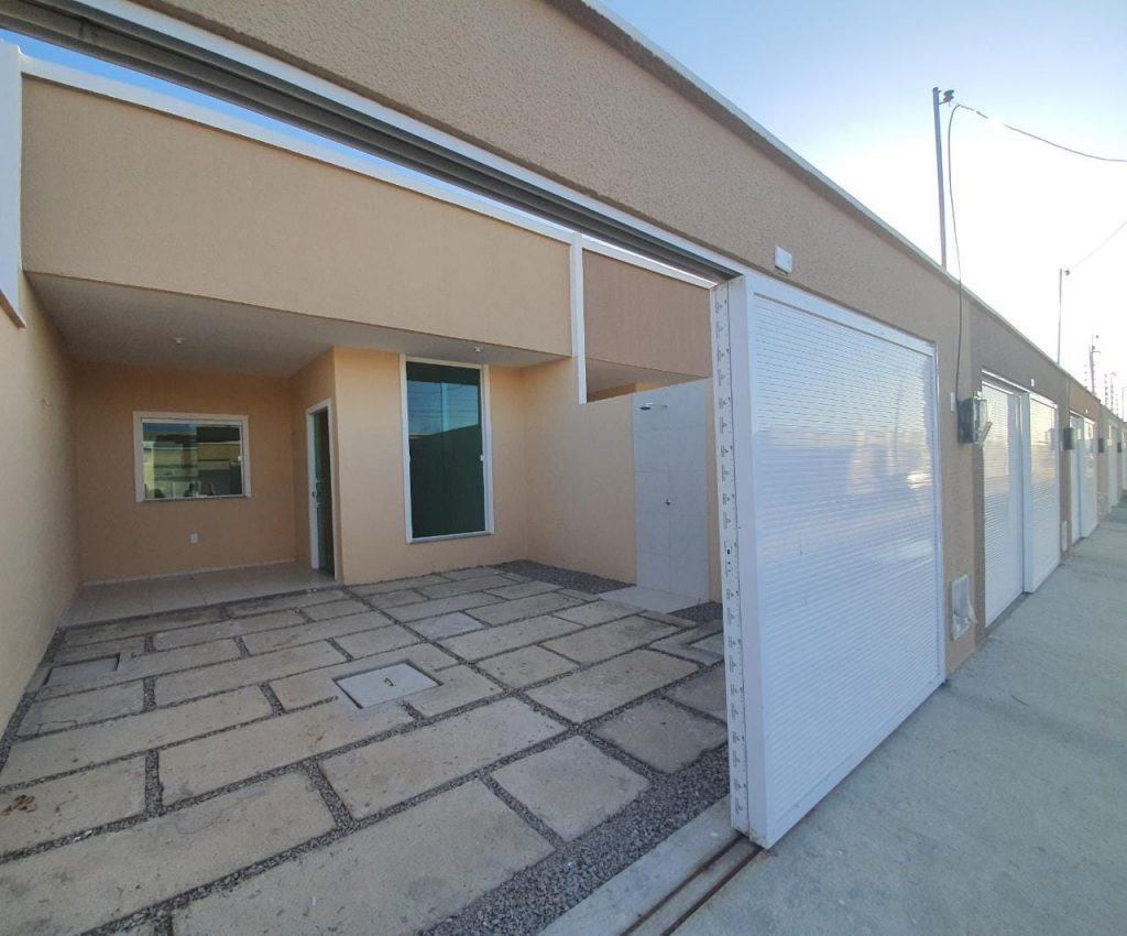 Casa à venda com 03 quartos e 02 banheiros no bairro Ancuri, Fortaleza.