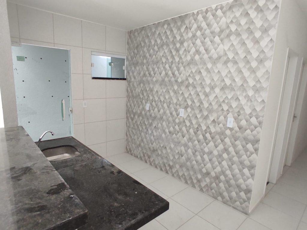 Belíssima casa com 02 quartos localizada no Bairro Jabuti.