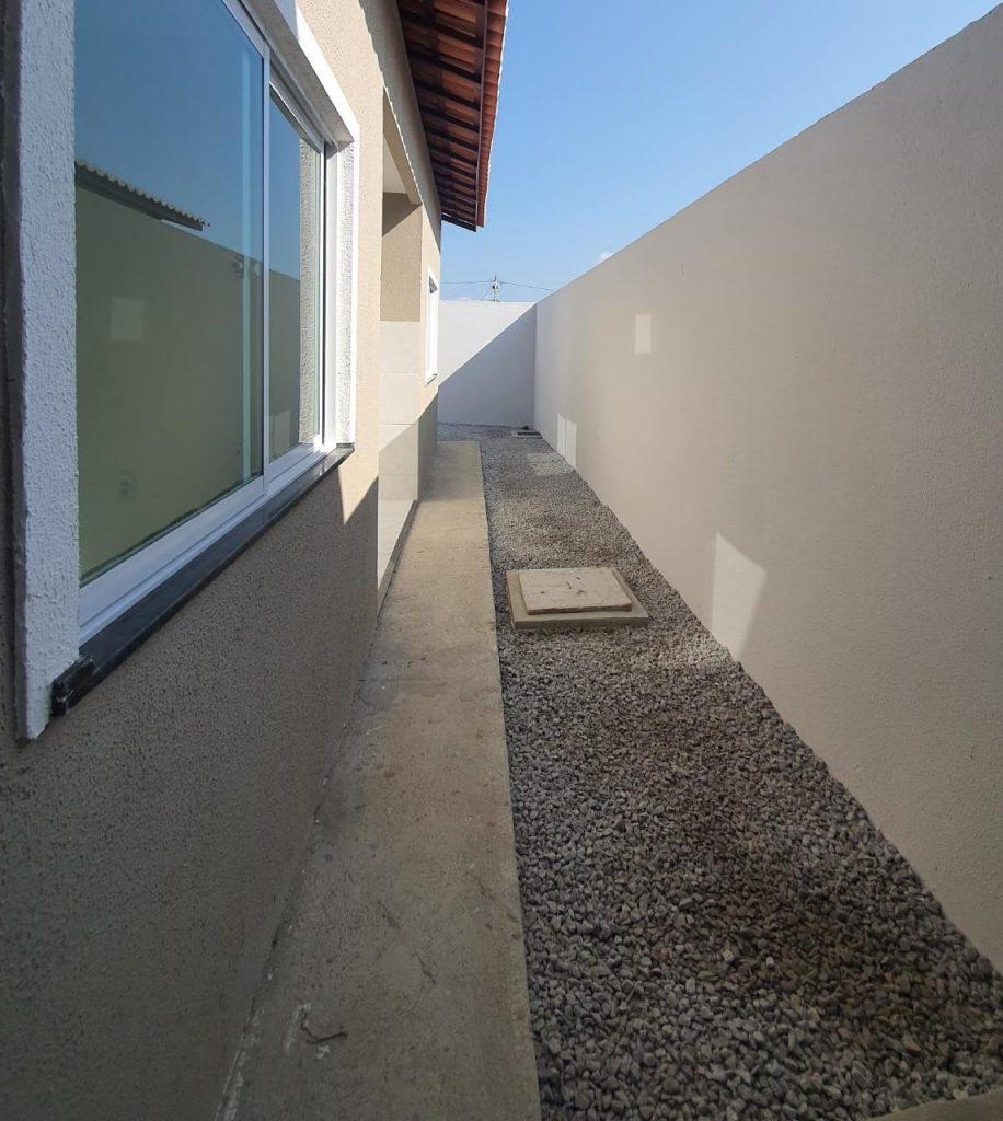 Linda casa a venda no bairro Jabuti com 02 quartos .