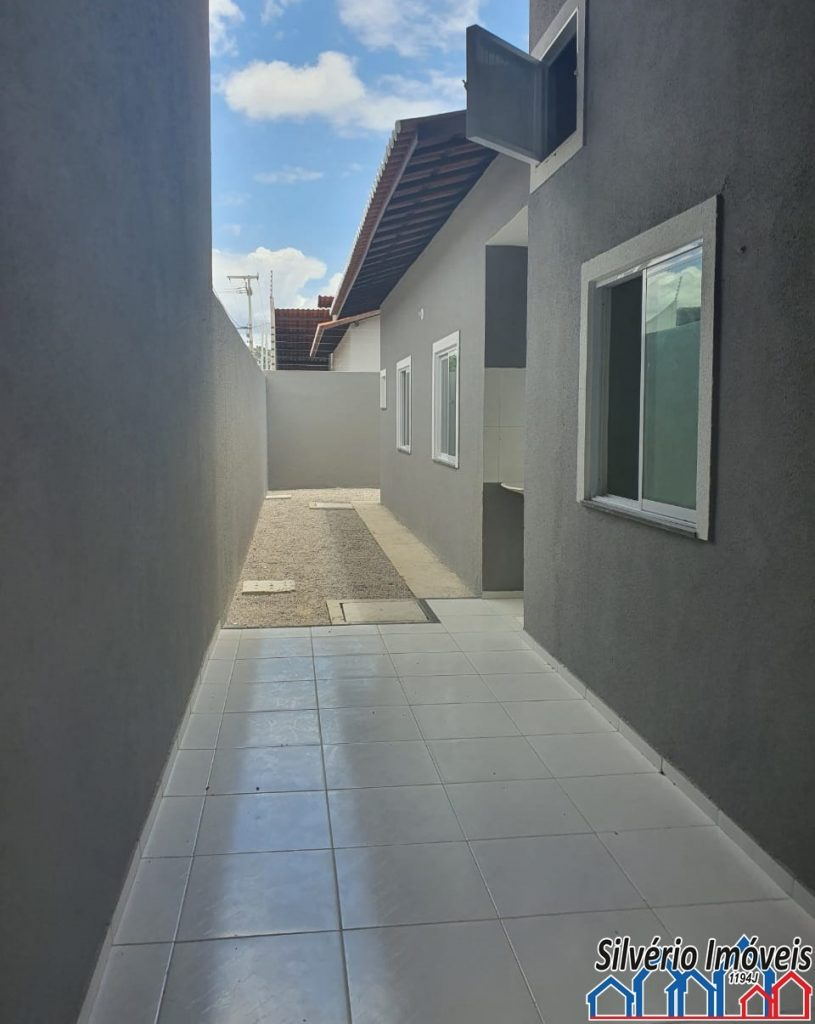 Belíssima casa a venda com 02 quartos no bairro Jabuti .