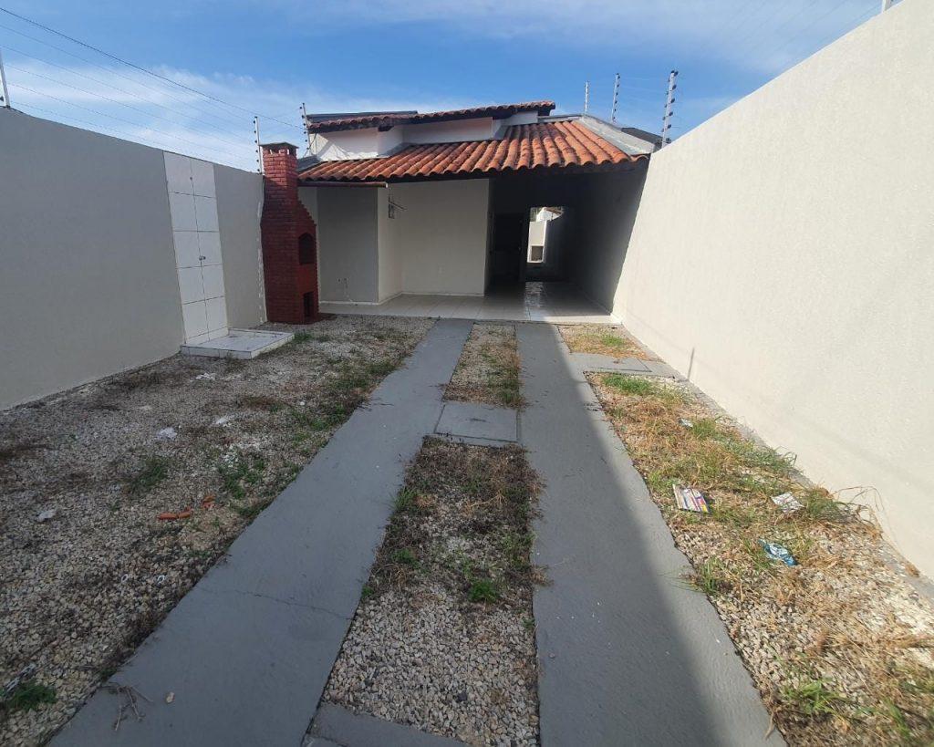 🏡 Casa usada na Rua Turmalina próximo ao posto Ale, por trás da rua principal do Ancurí.