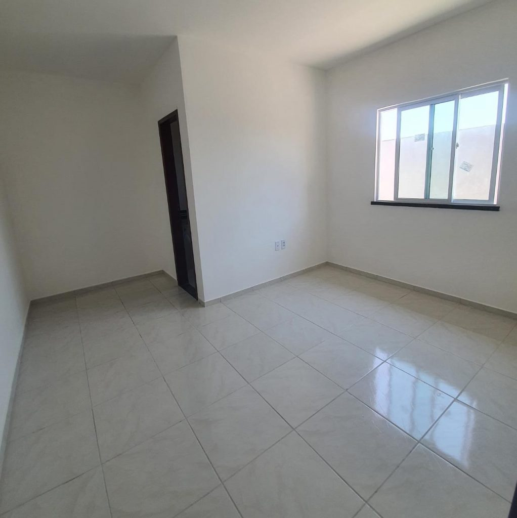 Linda Casa de esquina com 02 quartos , sendo 01 suíte!!